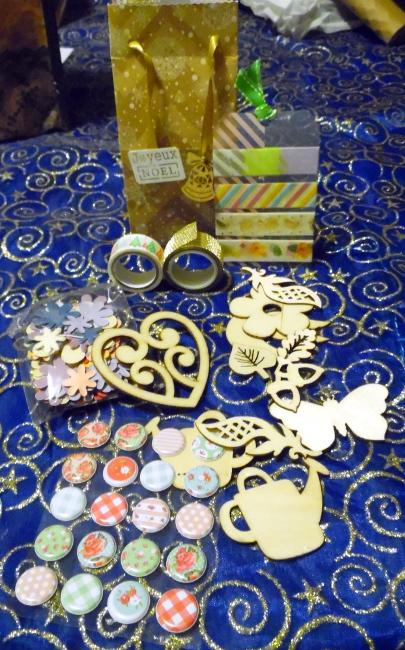les photos de vos cadeaux - Page 2 Echange-de-No%C3%ABl_PapiersdevertpourGwendoline3